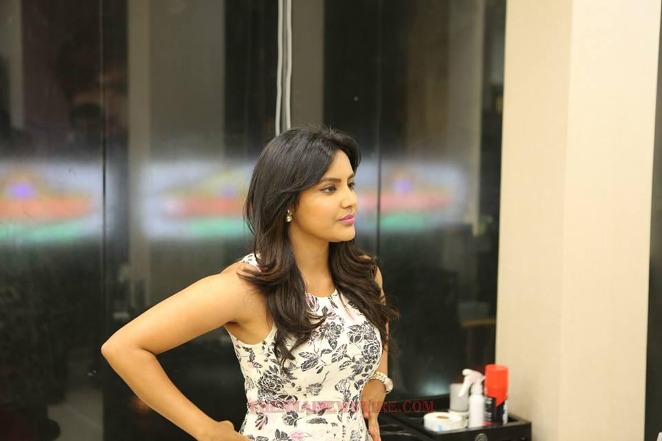 priyaanand-actress-latest